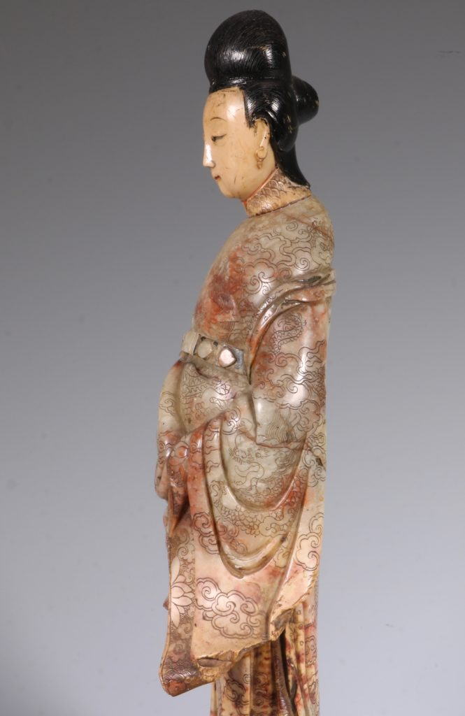 Chinese Soapstone Carving of a Standing Lady 17/18thC 6