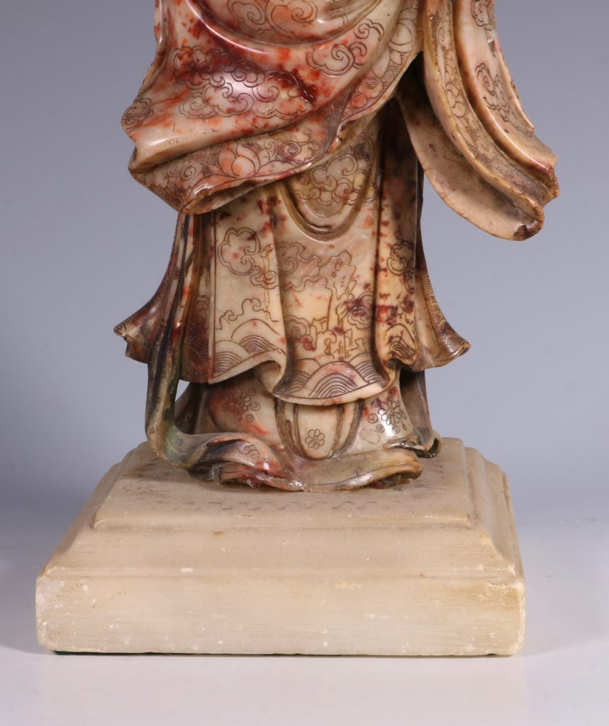 Chinese Soapstone Carving of a Standing Lady 17/18thC 7