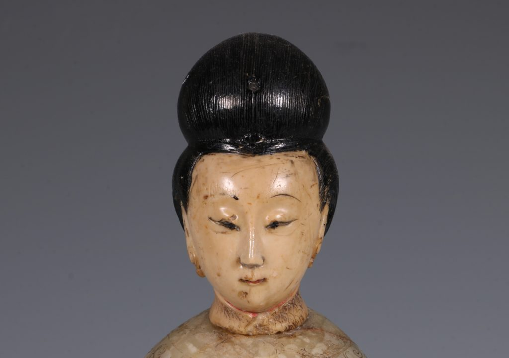 Chinese Soapstone Carving of a Standing Lady 17/18thC 8