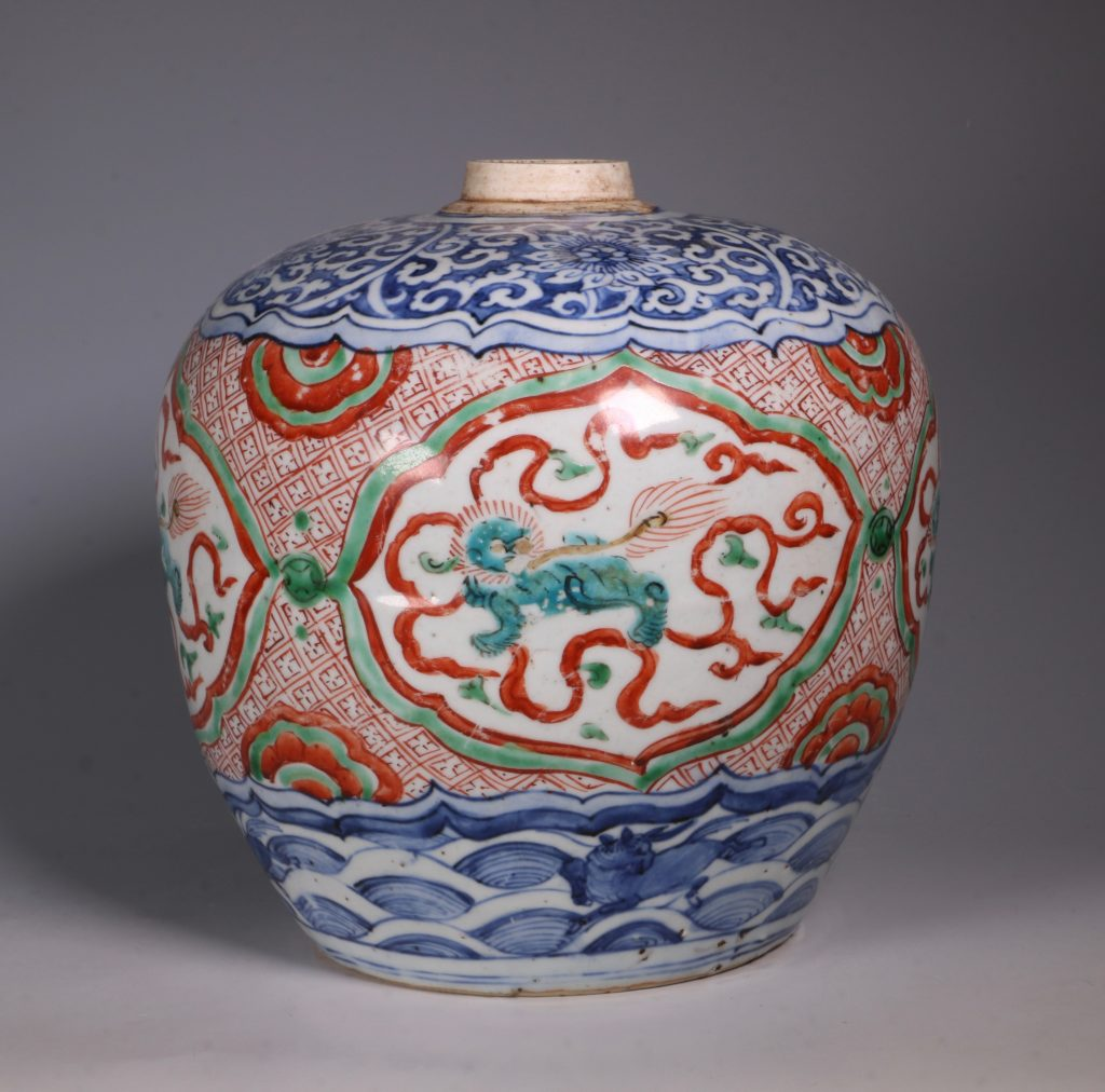 Chinese Polychrome Jar 16thC 4