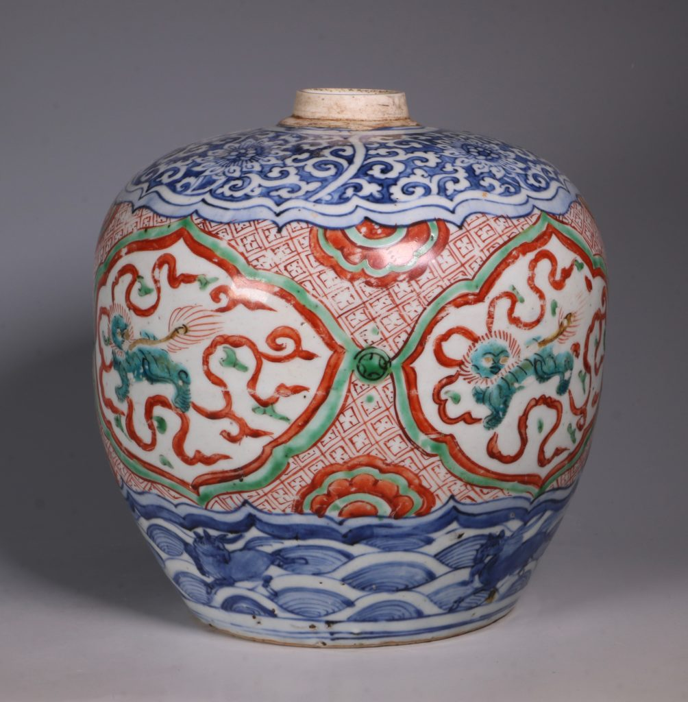 Chinese Polychrome Jar 16thC 5