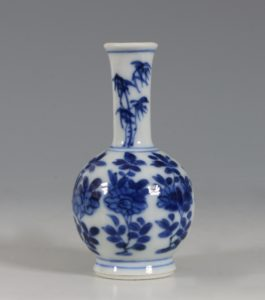 Chinese Blue and White Vase Kangxi 17/18thC