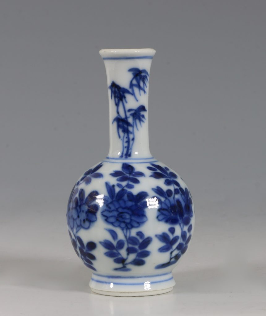 Chinese Blue and White Vase Kangxi 17/18thC 1