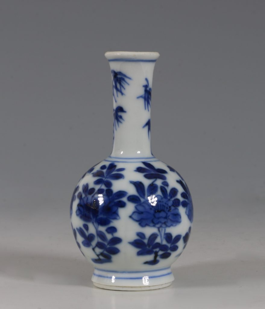 Chinese Blue and White Vase Kangxi 17/18thC 2