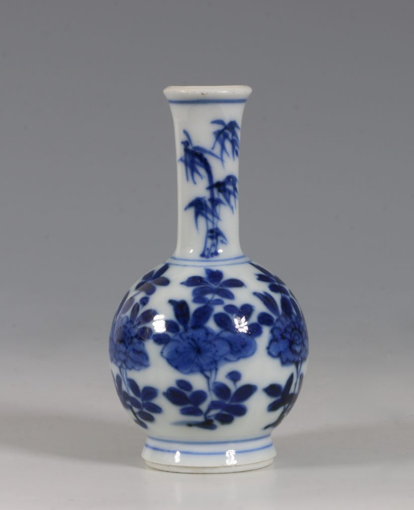 Chinese Blue and White Vase Kangxi 17/18thC 3