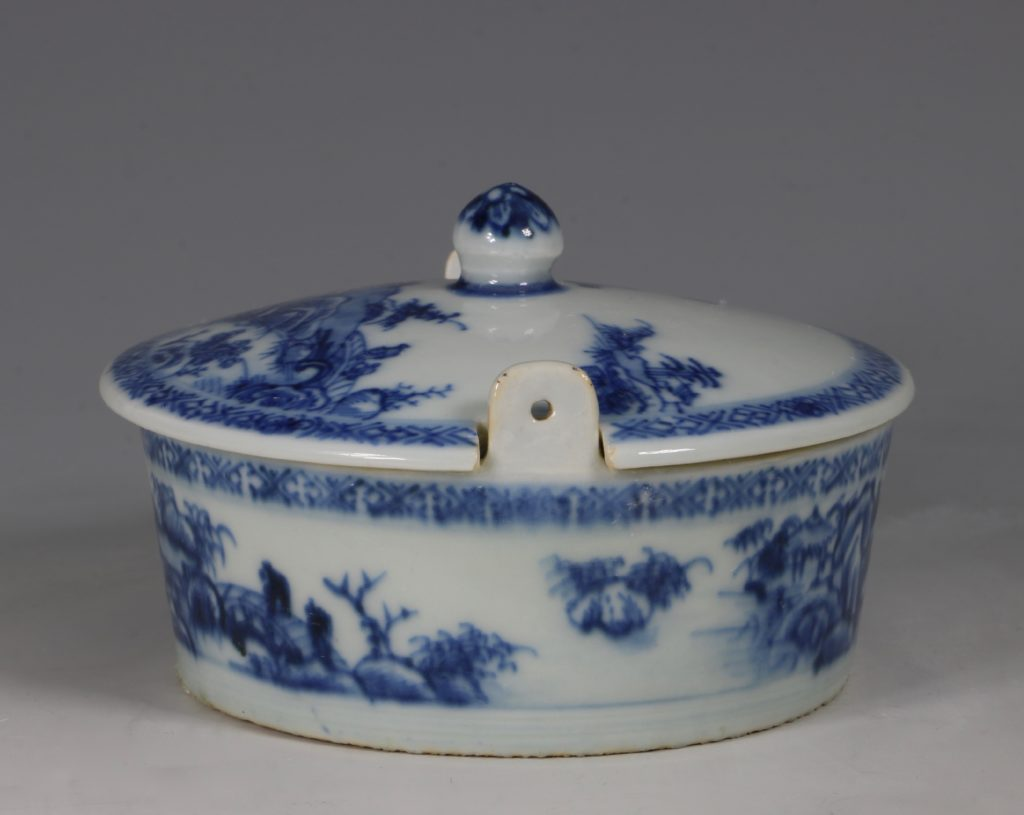 Chinese Blue and White Nanking Butter Tub and Cover 18thC 2