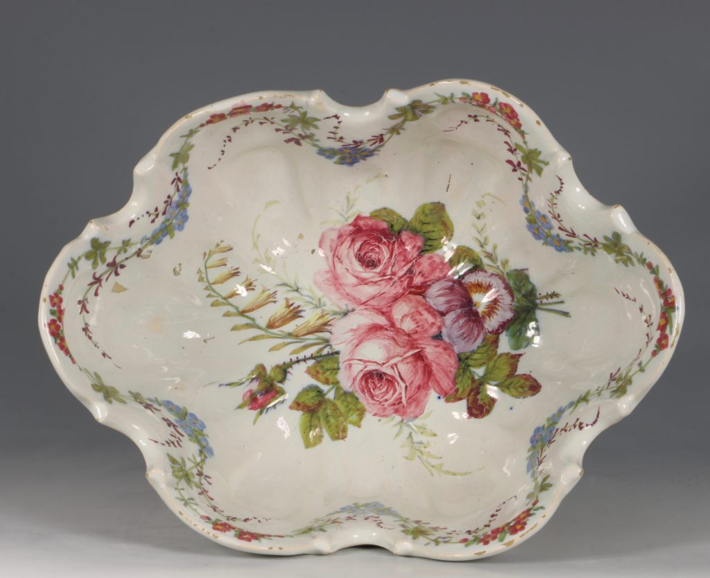 A Set of Three Nove Faience Monteiths 19thC 6