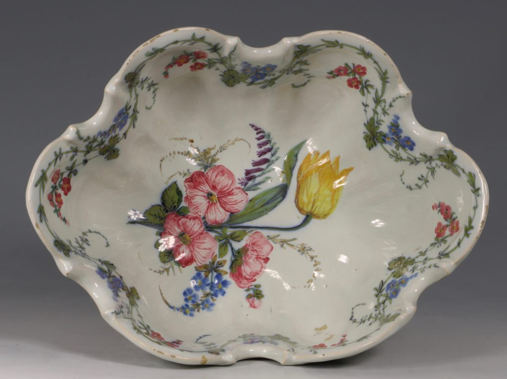 A Set of Three Nove Faience Monteiths 19thC 11