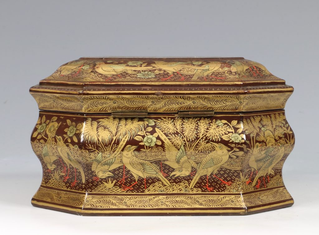 A Chinese Canton Lacquer Export Tea caddy Mid 19thC 4