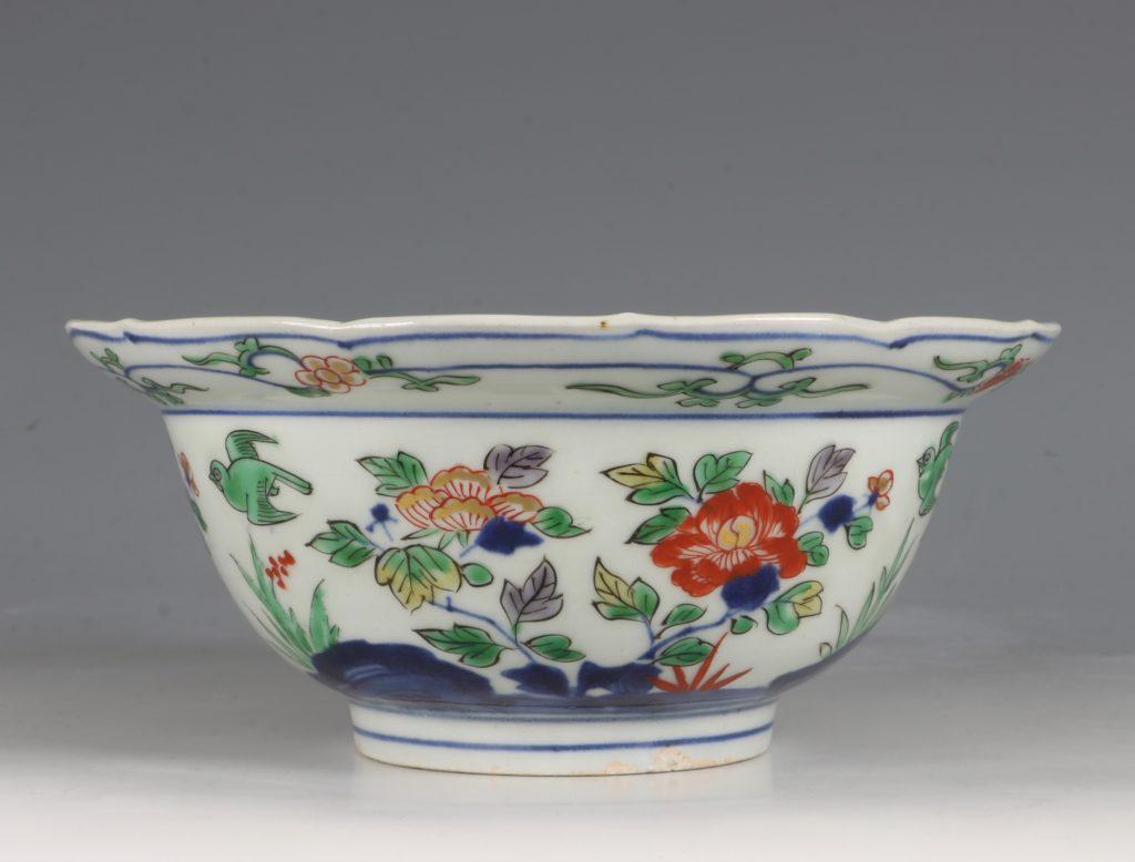 A Pair of Japanese Arita Polychrome Bowls C1690/1730 2