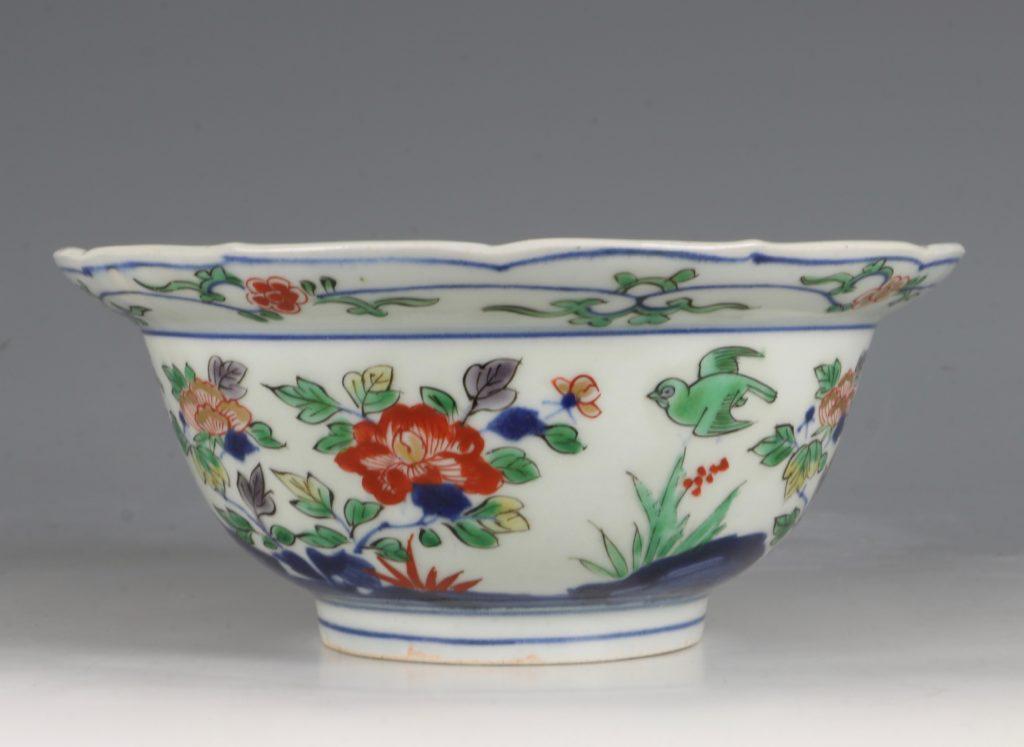 A Pair of Japanese Arita Polychrome Bowls C1690/1730 3