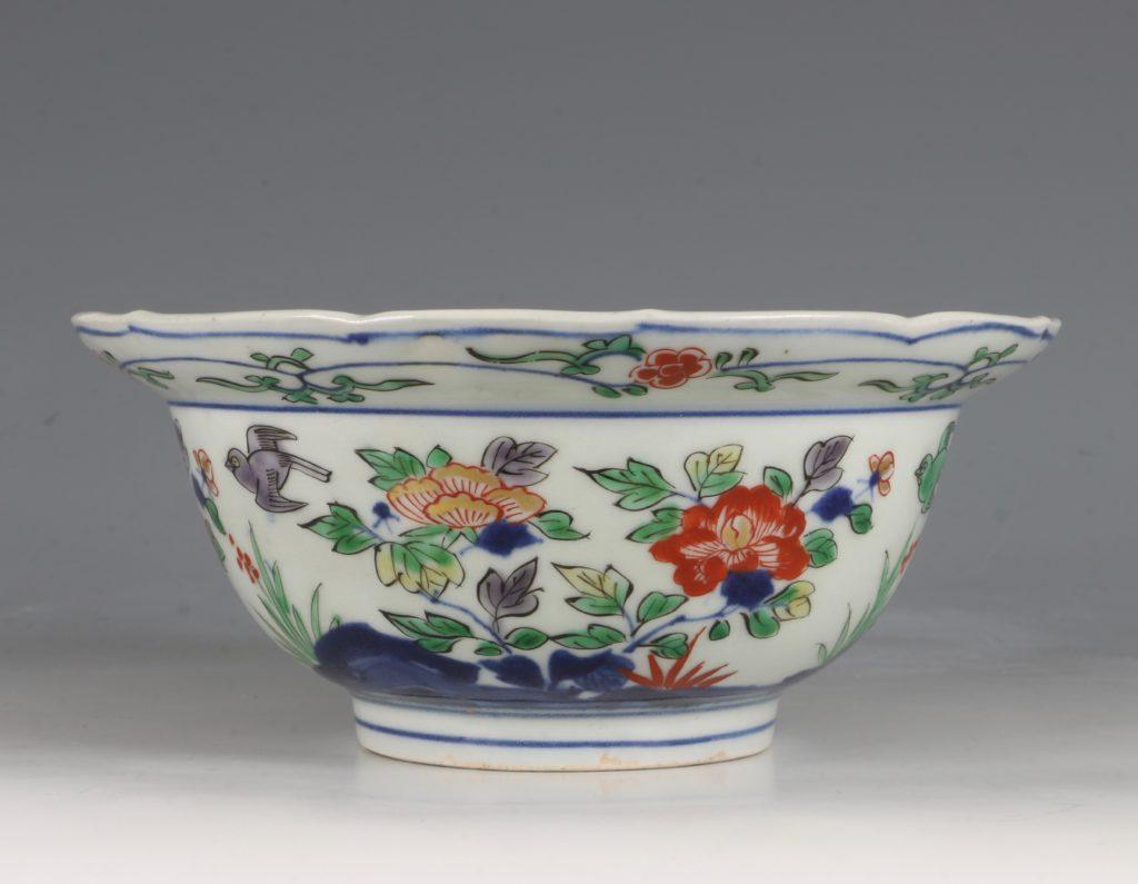 A Pair of Japanese Arita Polychrome Bowls C1690/1730 4