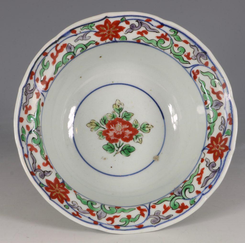 A Pair of Japanese Arita Polychrome Bowls C1690/1730 7