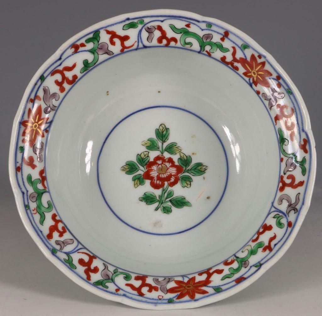 A Pair of Japanese Arita Polychrome Bowls C1690/1730 13