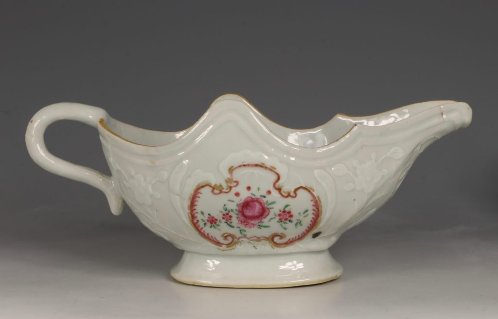 A Pair of Famille Rose Sauceboats Qianlong C1760 1