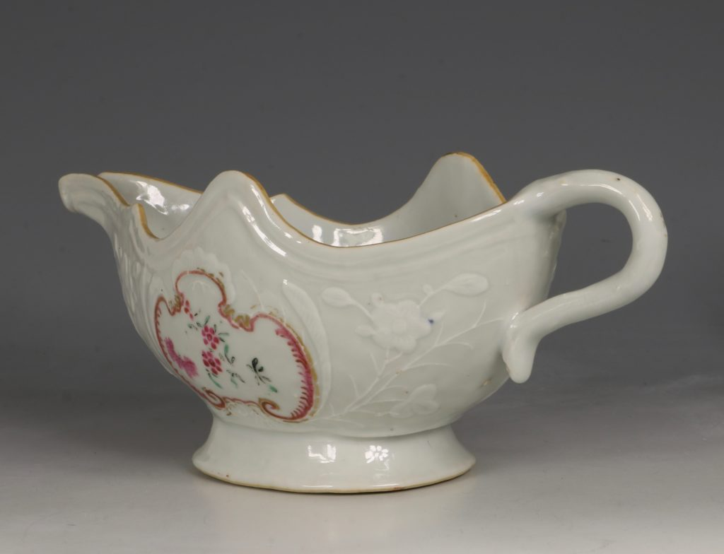 A Pair of Famille Rose Sauceboats Qianlong C1760 2