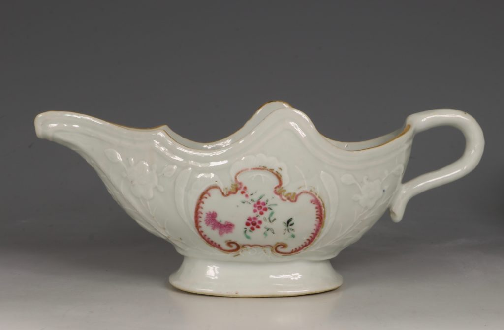 A Pair of Famille Rose Sauceboats Qianlong C1760 3