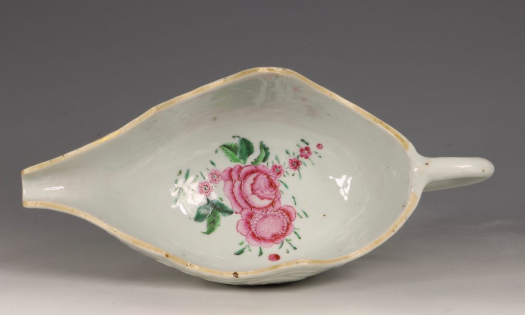 A Pair of Famille Rose Sauceboats Qianlong C1760 10