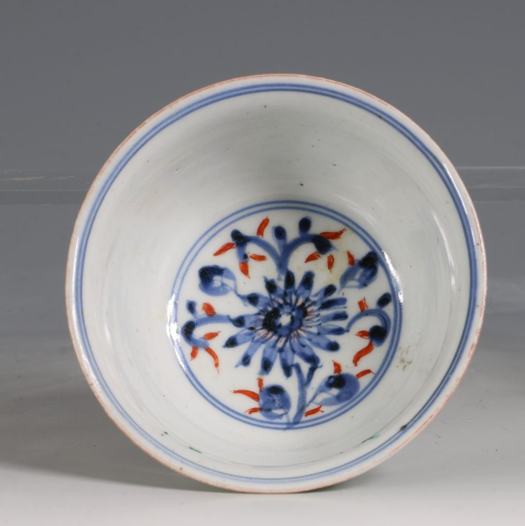 A Polychrome Arita Bowl 17/18thC 4