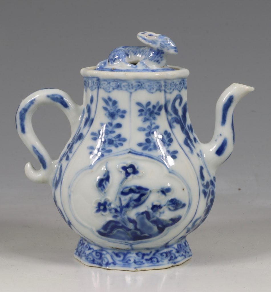 A Rare Pair of Kangxi Blue and White Ewers C1720 3