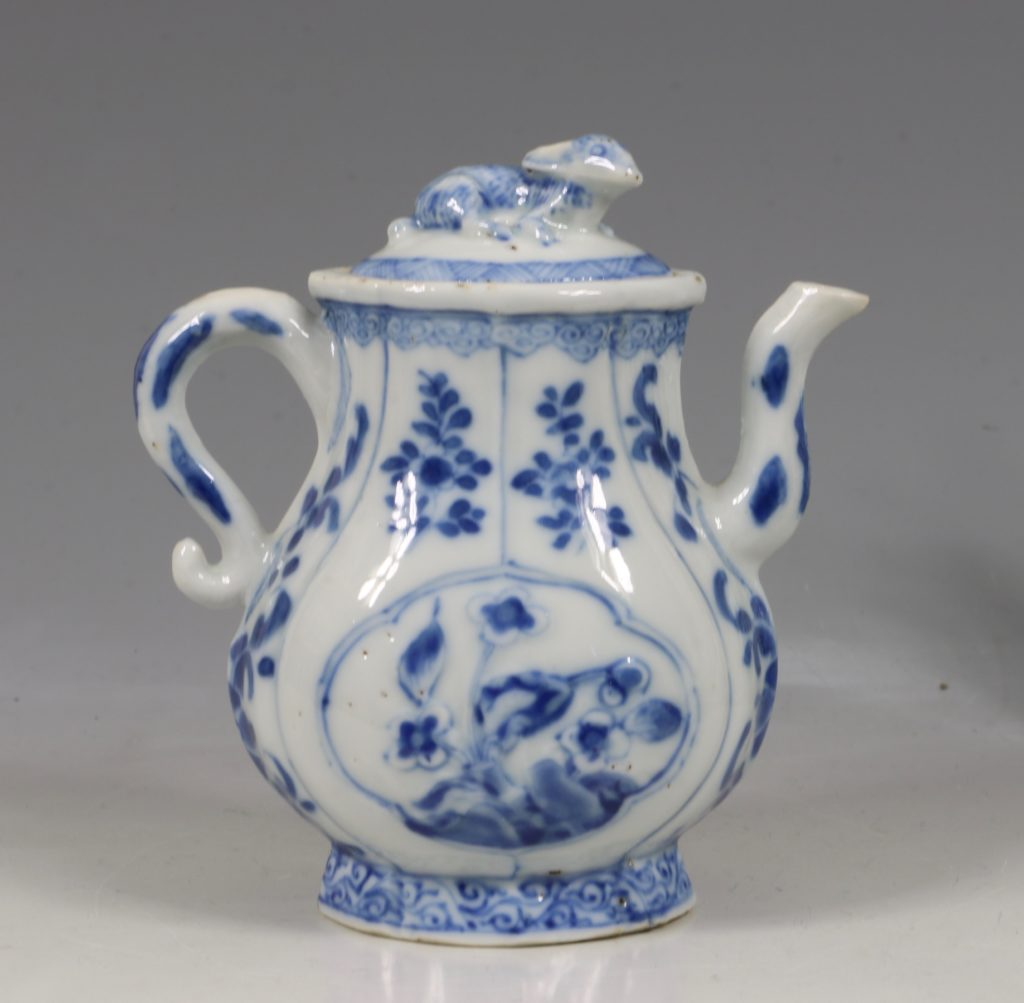 A Rare Pair of Kangxi Blue and White Ewers C1720 5