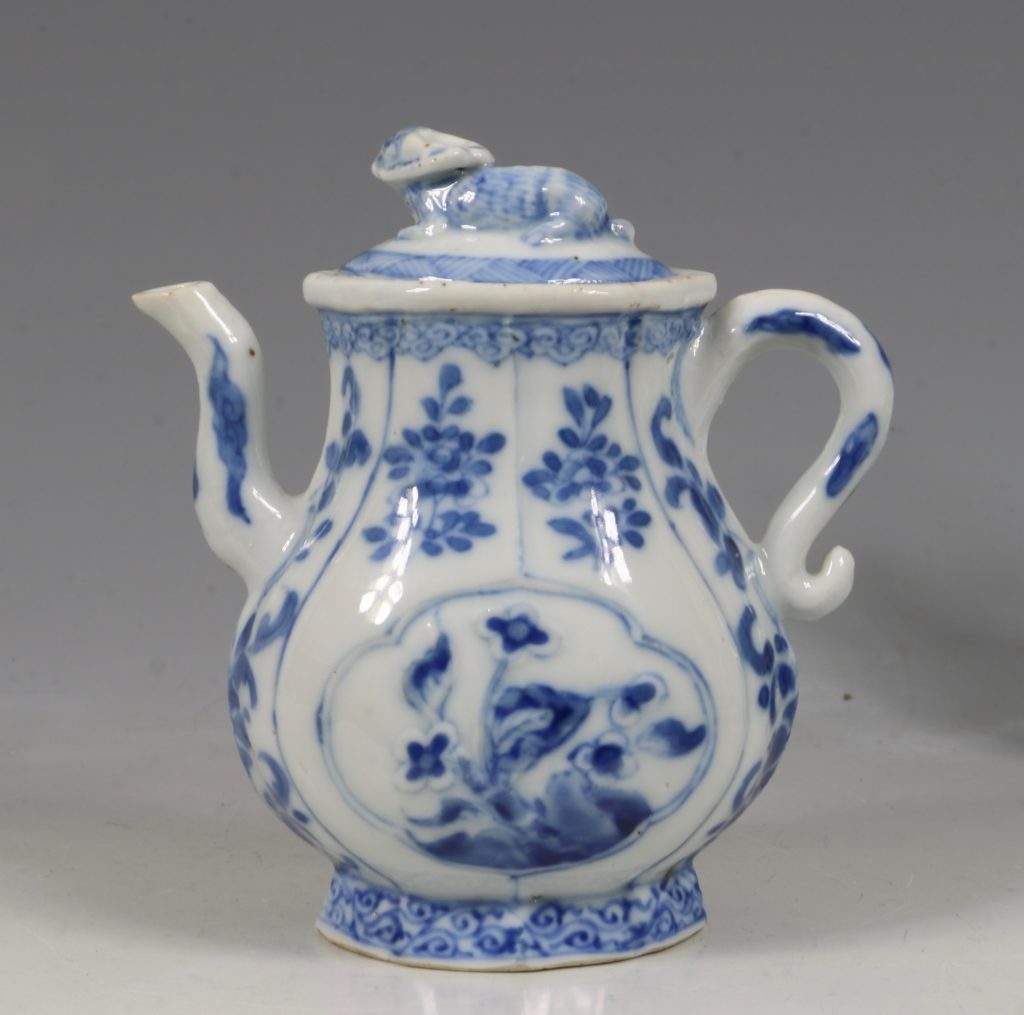A Rare Pair of Kangxi Blue and White Ewers C1720 6