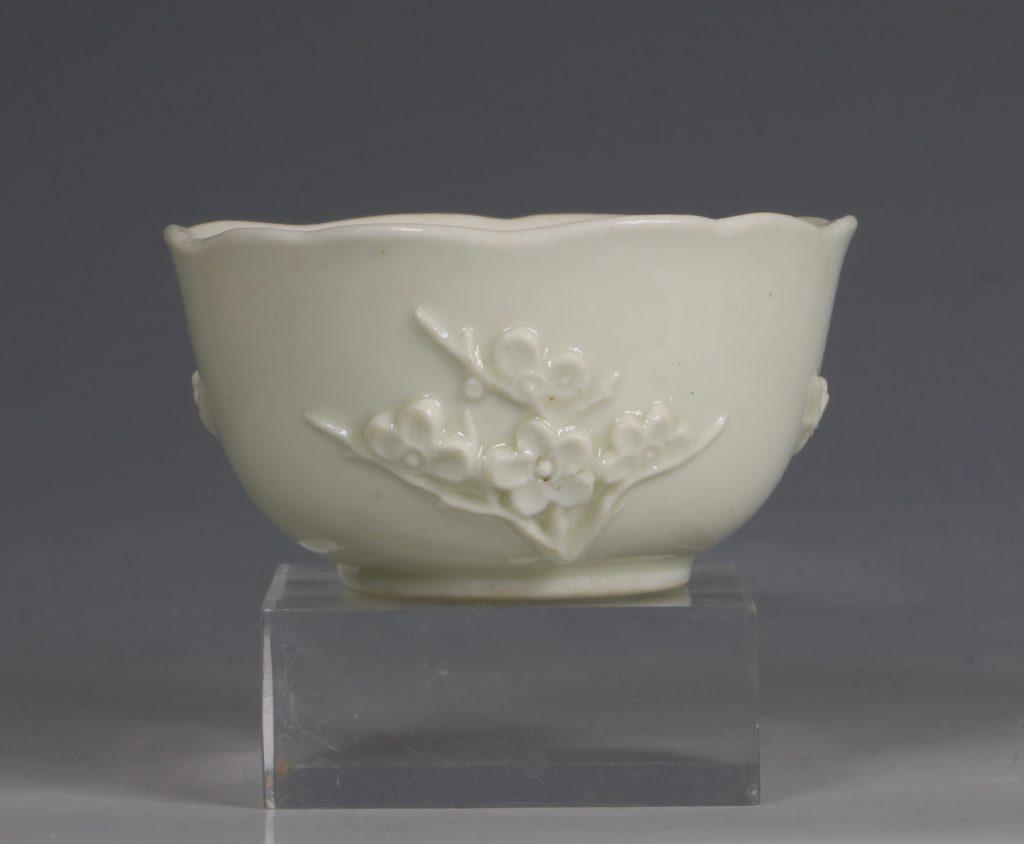 An Early Bow Prunus Teabowl C1750/2 2