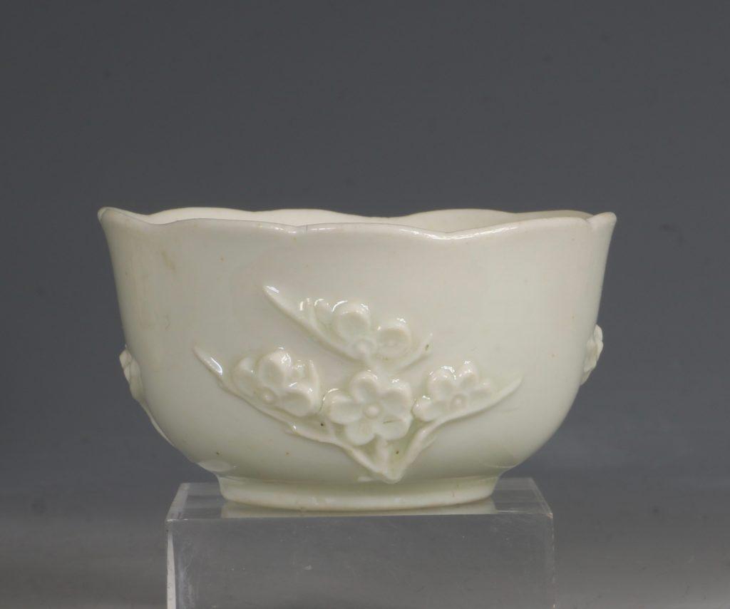 An Early Bow Prunus Teabowl C1750/2 1