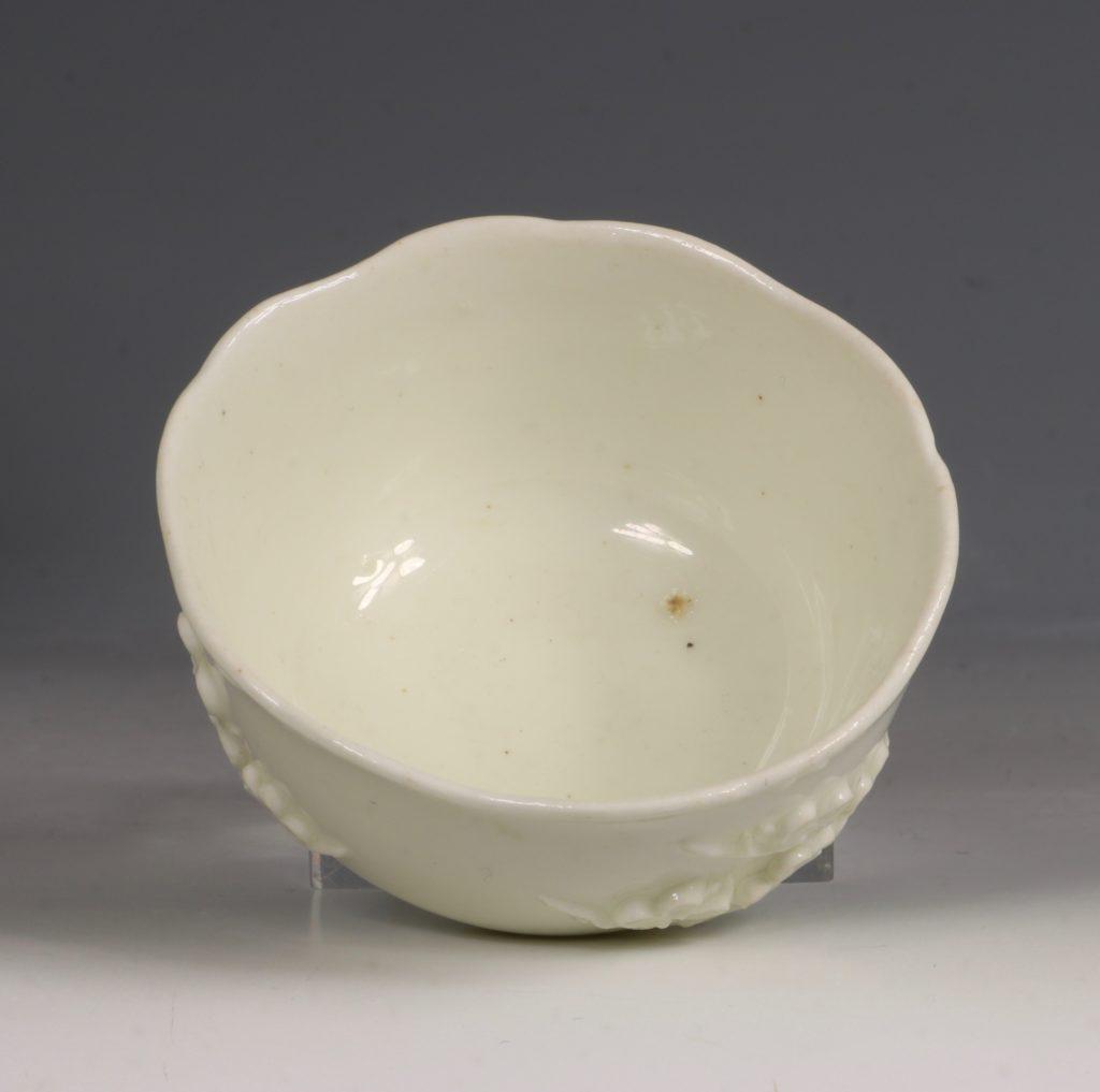 An Early Bow Prunus Teabowl C1750/2 3