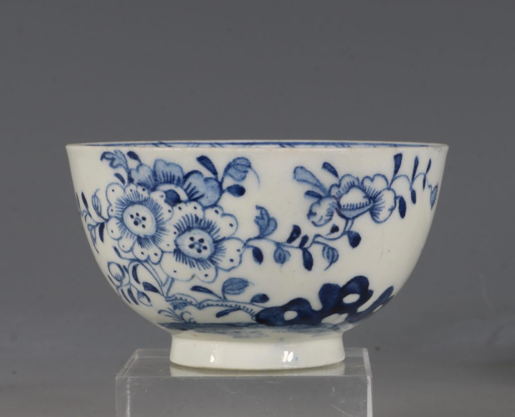 A Lowestoft Blue and White Tea bowl and Saucer C1770 2