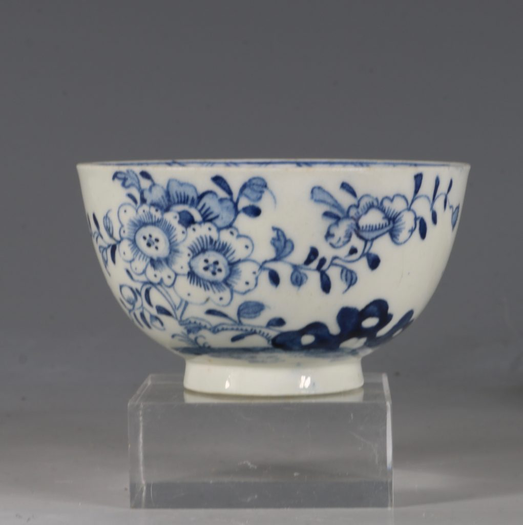 A Lowestoft Blue and White Tea bowl and Saucer C1770 3