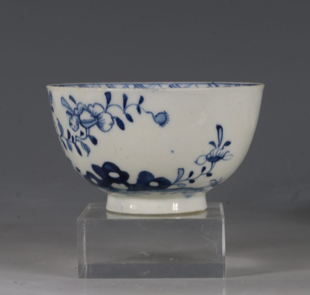 A Lowestoft Blue and White Tea bowl and Saucer C1770 4