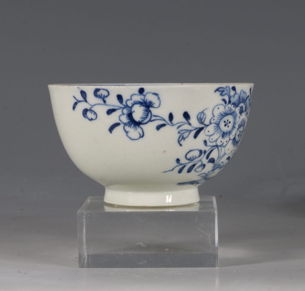 A Lowestoft Blue and White Tea bowl and Saucer C1770 6
