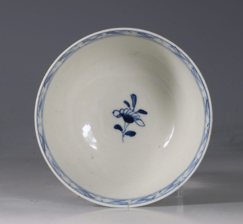 A Lowestoft Blue and White Tea bowl and Saucer C1770 7