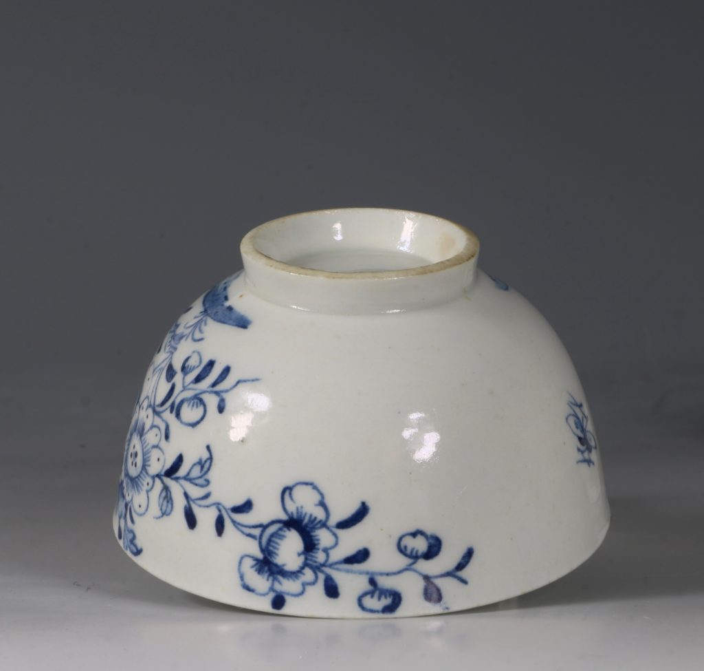 A Lowestoft Blue and White Tea bowl and Saucer C1770 8