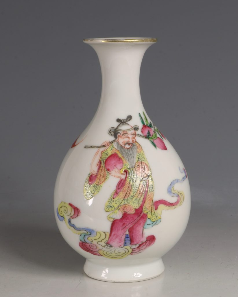 A Famille Rose Vase Daoguang Mid19tyhC
