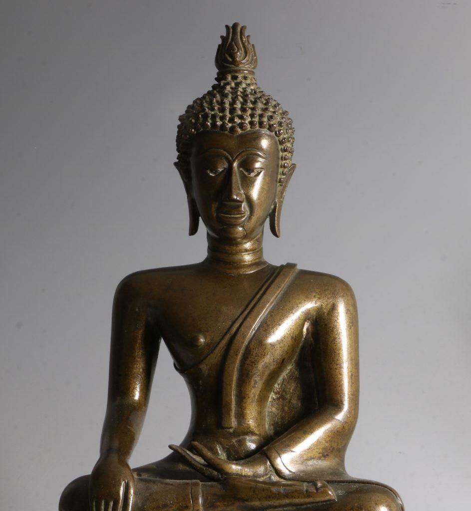 A Northern Thai/Laos Seated Buddha 17/18thC 2