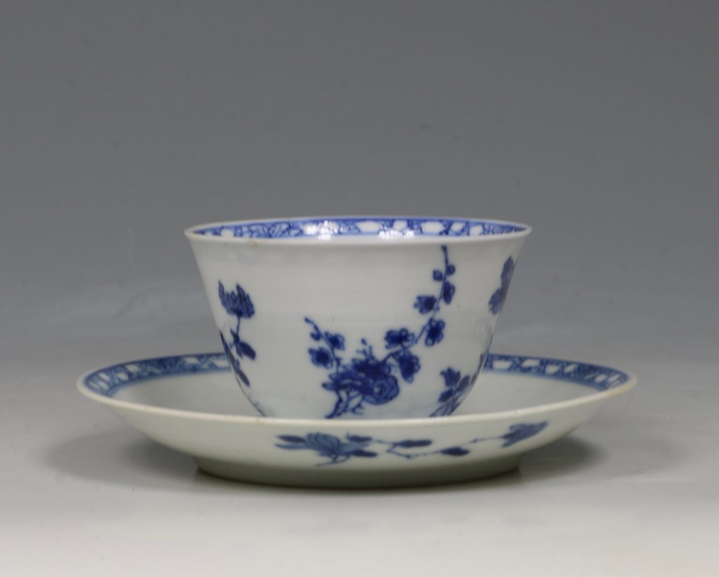 A Blue and White Tea Bowl and Saucer Kangxi C1700 3