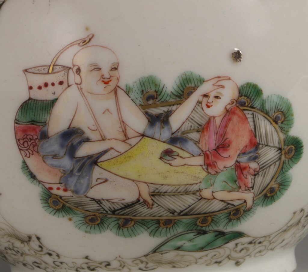 A Famille Rose Teapot C1735/45 3