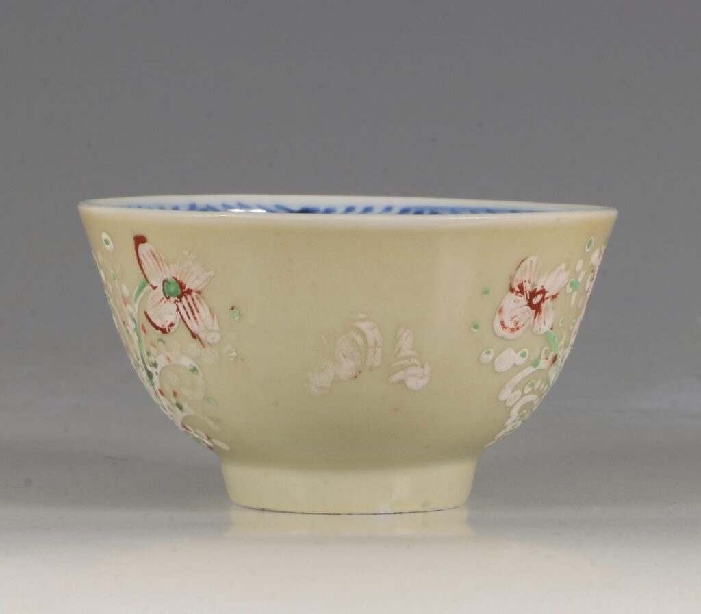 A London Decorated Chinese Tea Bowl C1690-1710 3
