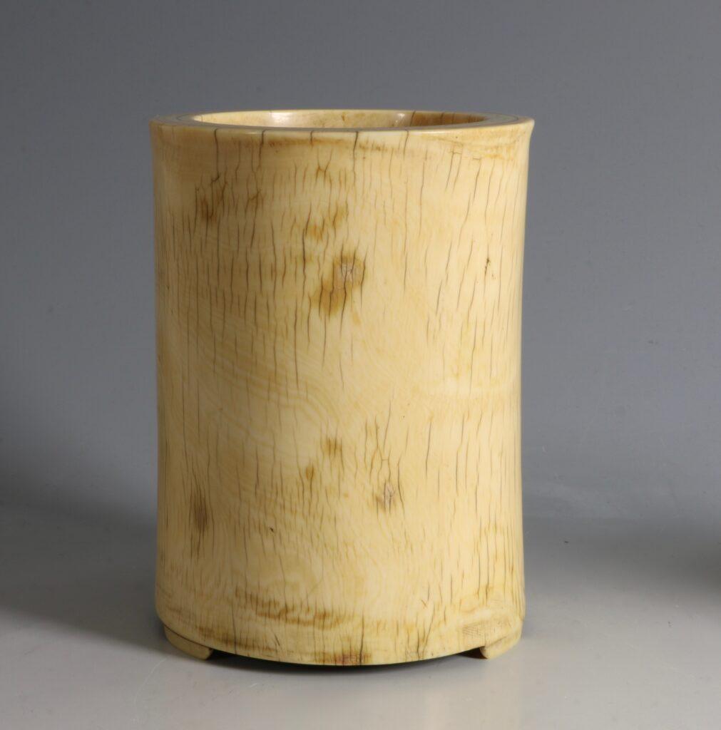A Chinese Ivory Brush Pot 17/18thC 3
