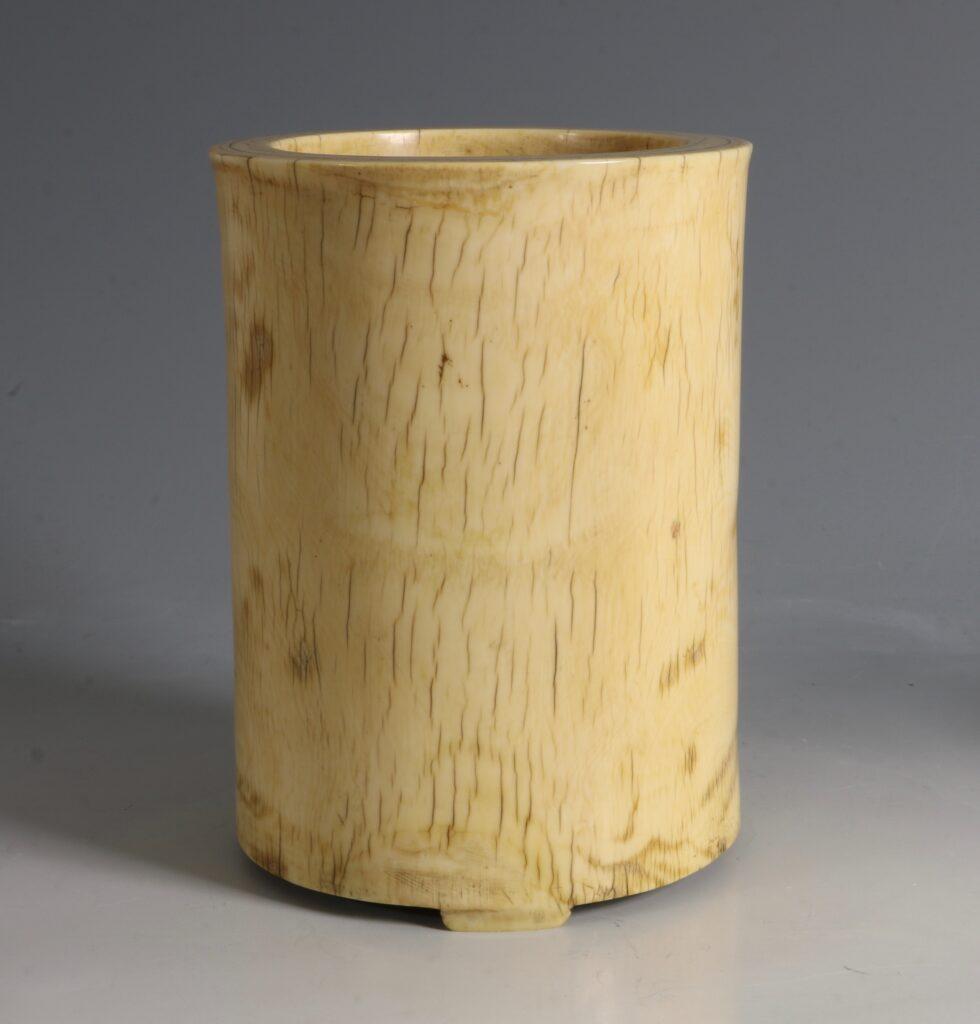 A Chinese Ivory Brush Pot 17/18thC 4