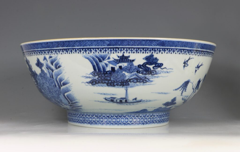A Finely Decorated Large Blue and White Bowl Qianlong 2