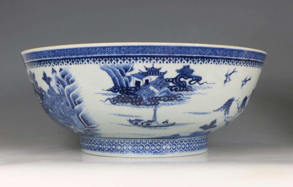 A Finely Decorated Large Blue and White Bowl Qianlong 4