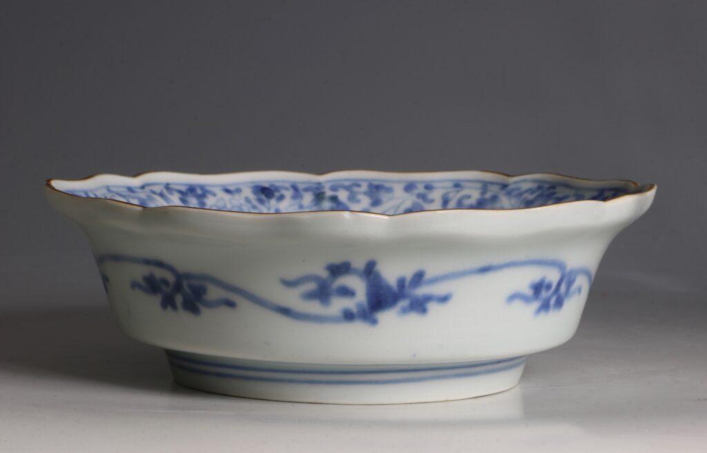 A Kakiemon Blue and White Bowl L17thc 3