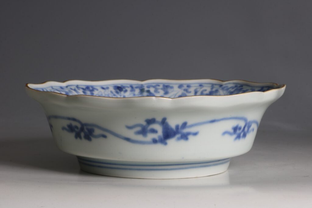 A Kakiemon Blue and White Bowl L17thc 4