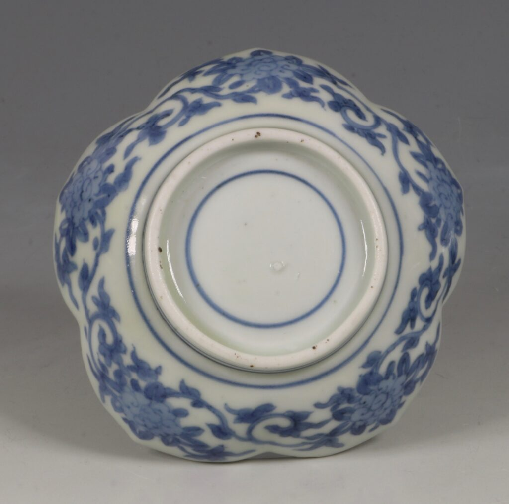 A Pair of Small Arita Blue and White Dishes L17thC 2