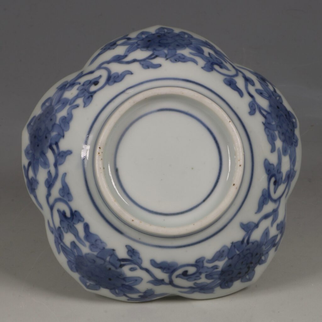A Pair of Small Arita Blue and White Dishes L17thC 4