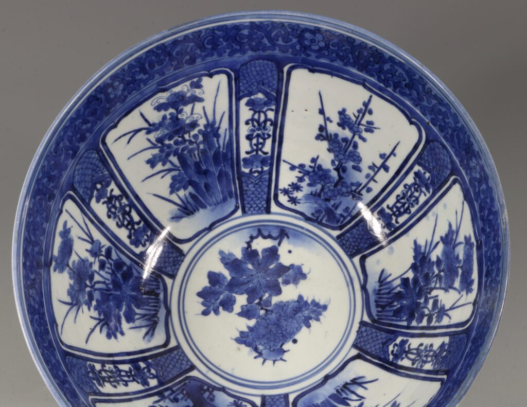 A Fine and Large Early Japanese Arita Blue and White Bowl 17thC 3