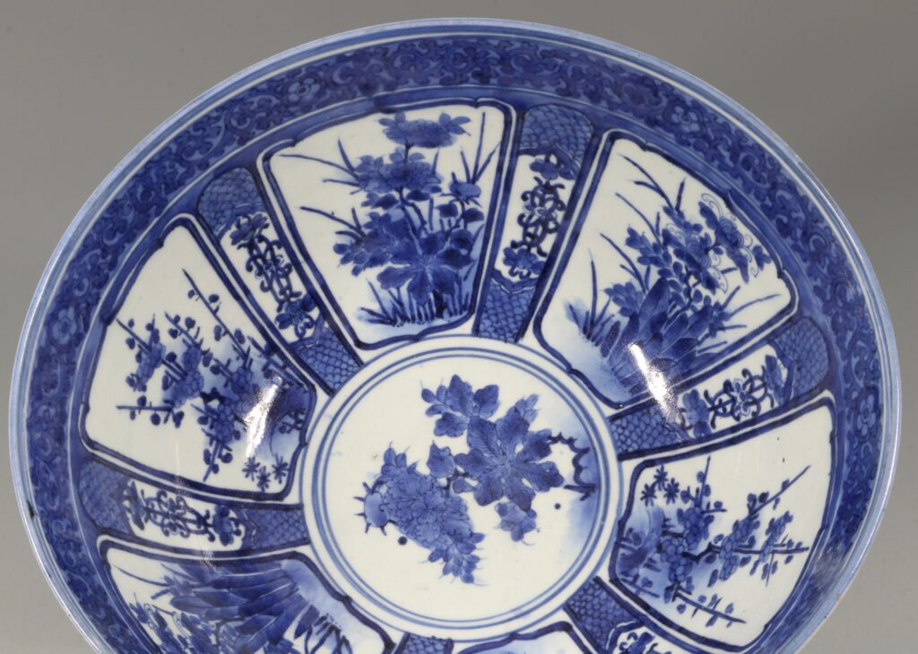 A Fine and Large Early Japanese Arita Blue and White Bowl 17thC 4